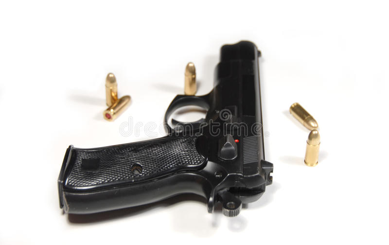 Pistole und Gewehrkugeln stockbilder