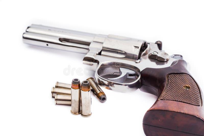 Pistolenrevolver mit Kugeln lizenzfreies stockfoto
