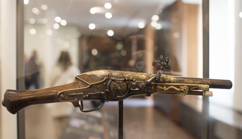 Pistolet de Wheellock fait pour l'empereur Charles Quint Musée d'Orsay photographie stock