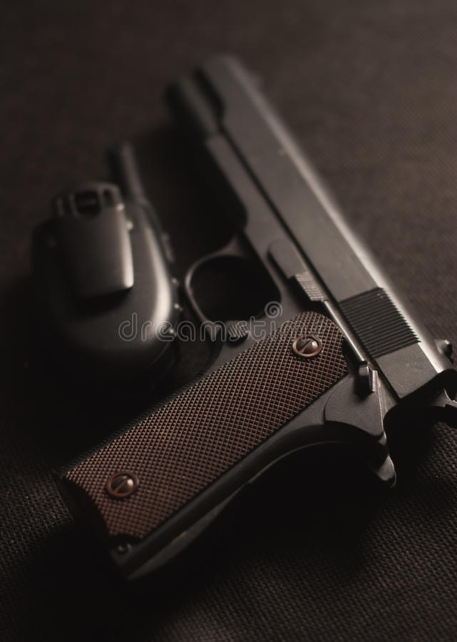 Pistolet i talkie na czarnym tle, fotografia royalty free