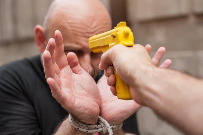 Pistolet Rozbraja Samoobrona techniki przeciw armatniemu punktowi obraz royalty free