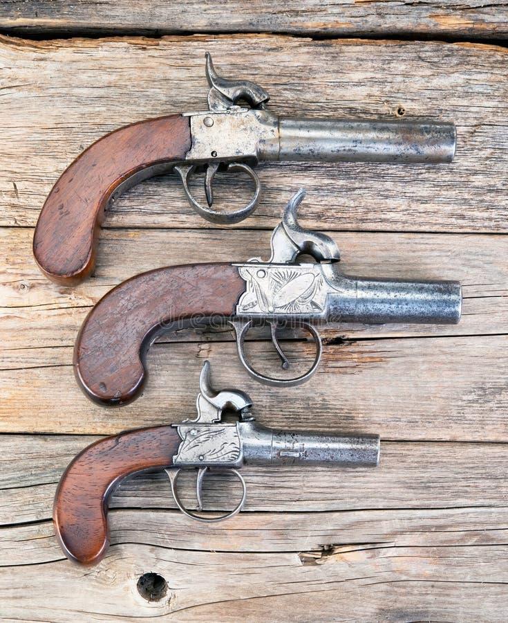 Pistolets antiques de manchon images stock