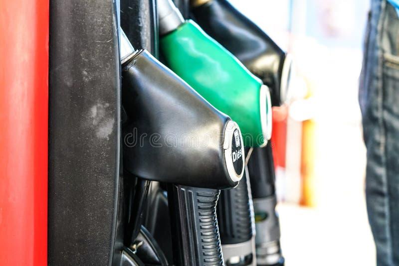 Pistolets de carburant à la station service, foyer sur le diesel photos libres de droits