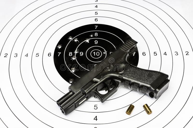 Pistoletu i strzelaniny cel zdjęcia stock