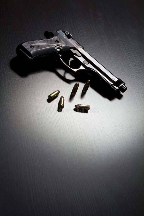 Pistolety i amunicje zdjęcia royalty free