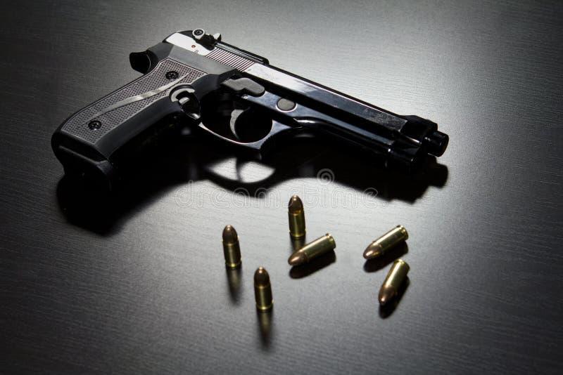 Pistolety i amunicje fotografia royalty free