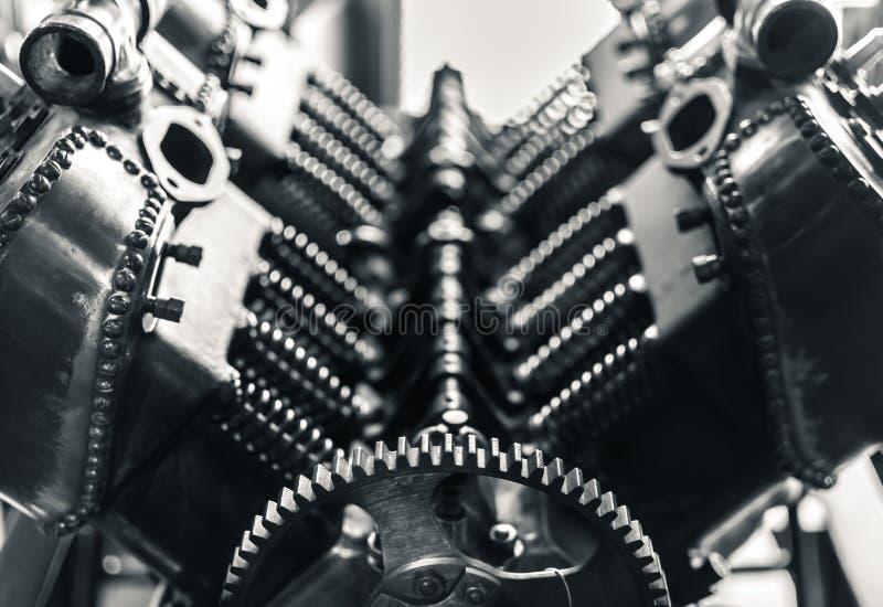 Pistoni aerei ed ingranaggio del motore fotografia stock libera da diritti