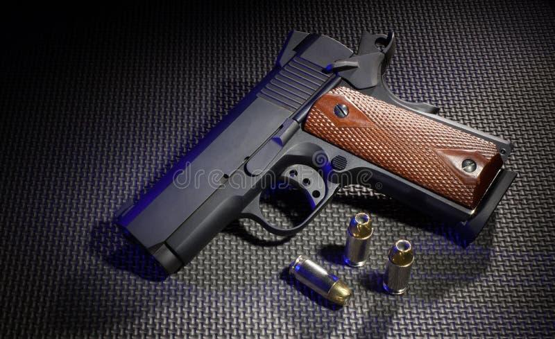 Pistool en munitie stock foto's