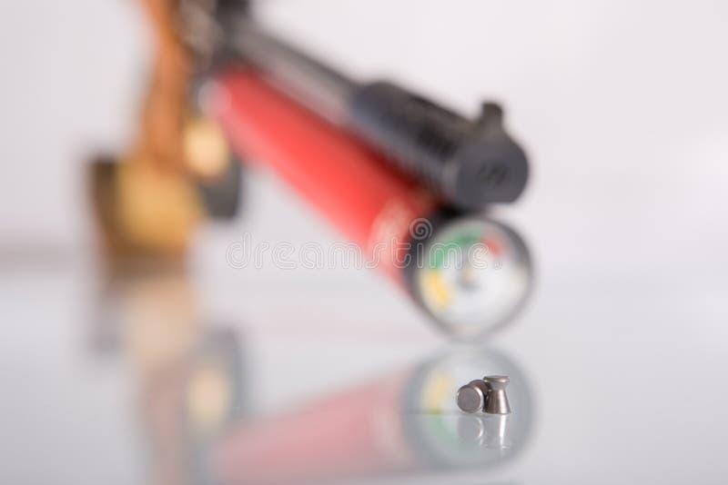 Pistool met twee kogels stock fotografie