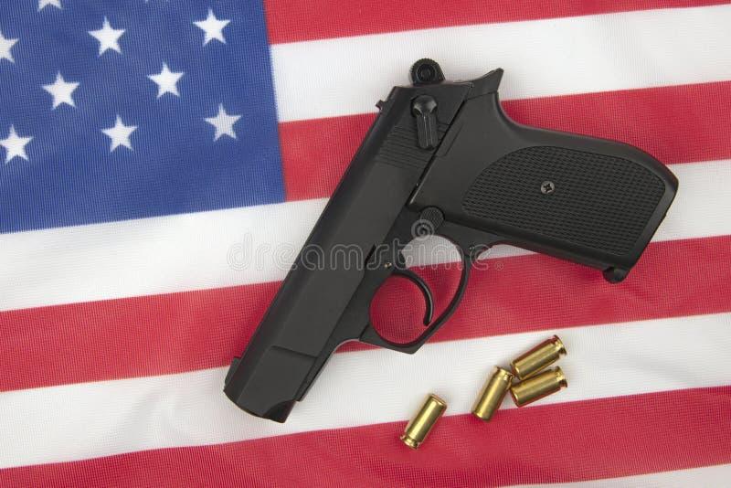 Pistool op Amerikaanse Vlag royalty-vrije stock afbeelding