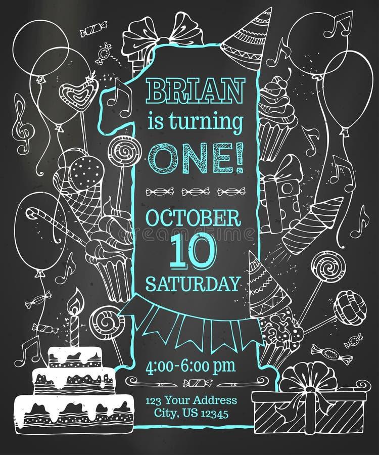 Pisze kredą pierwszy Urodzinowego zaproszenie na blackboard fotografia stock