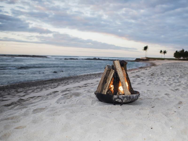Pit Fire op een Mooi Strand in Mexico stock afbeeldingen