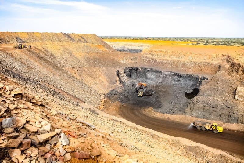 Pit Manganese Mining y equipo abiertos foto de archivo libre de regalías