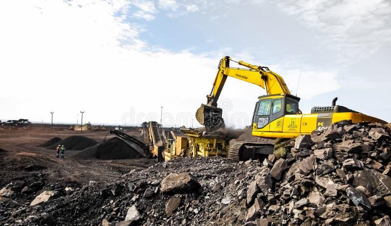 Pit Manganese Mining y equipo abiertos imagen de archivo libre de regalías