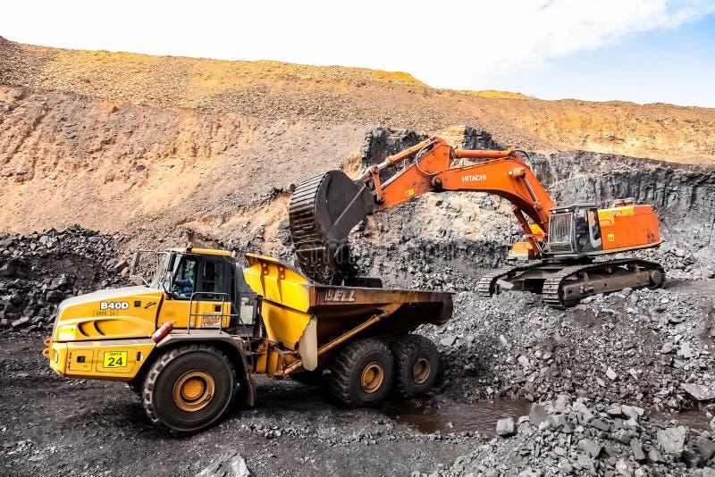 Pit Manganese Mining y equipo abiertos fotos de archivo