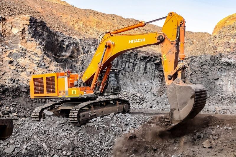 Pit Manganese Mining y equipo abiertos imágenes de archivo libres de regalías