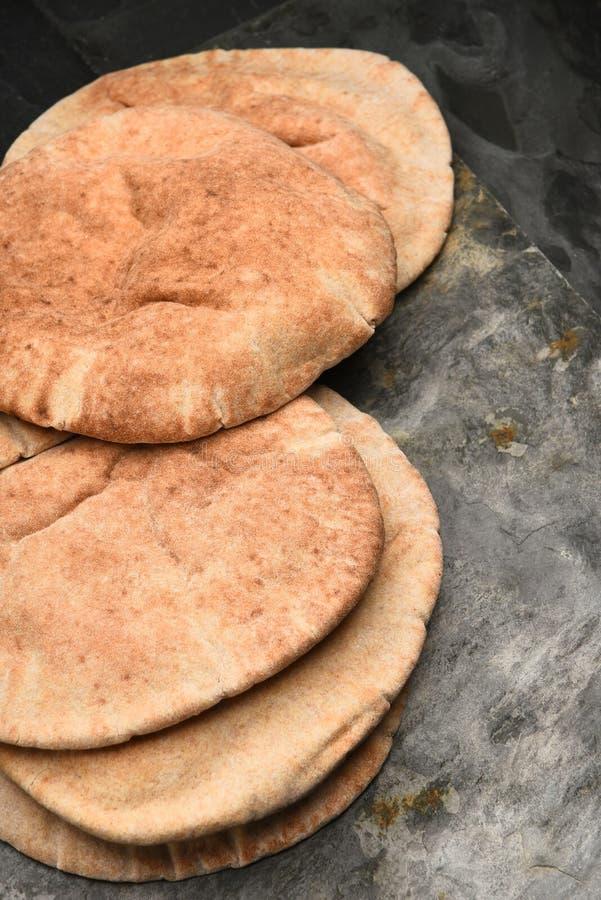 Pita Bread en Gray Slate imagen de archivo