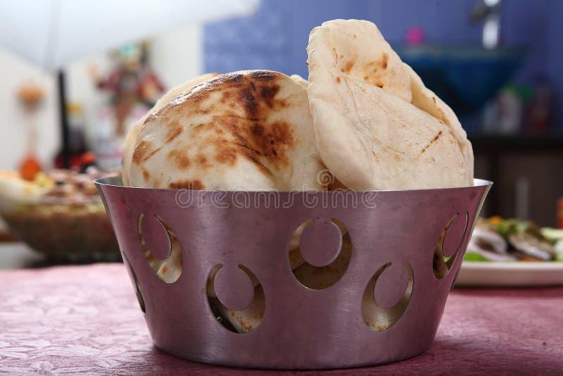 Pita Bread leavened tunnbröd, arabiskt bröd, libanesiskt bröd arkivbilder