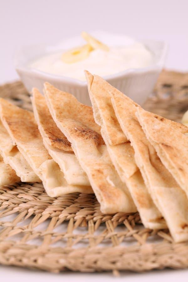 pita för bröddoppvitlök royaltyfri bild