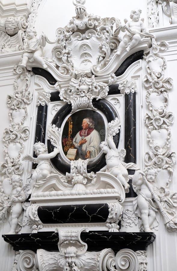 ?pitaphe de stuc de canon Georg Heinrich von Stadion de cath?drale dans la cath?drale de Wurtzbourg photo stock