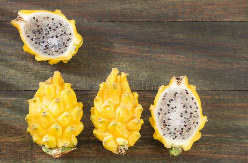 Pitaya ou fruto do dragão - amarelo imagens de stock royalty free