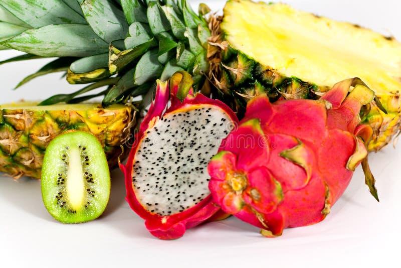 Pitaya, vers draakfruit, kiwi, Ananas, isoleert stock foto's