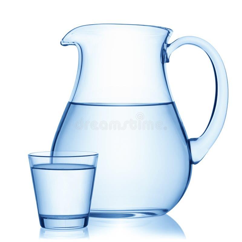 Pitcher und ein Glas Wasser lizenzfreies stockfoto