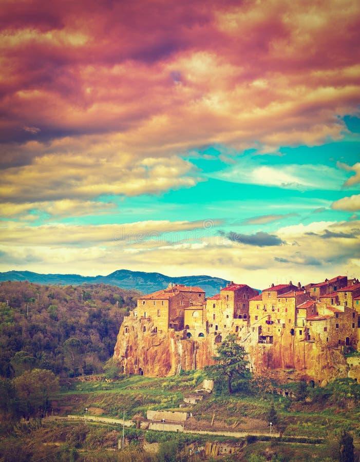 Download Pitigliano стоковое фото. изображение насчитывающей культура - 41655074