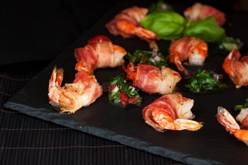 Pittige Gemarineerde bacon-Verpakte Garnalen stock afbeelding