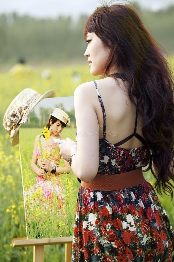 Pittore femminile asiatico    fotografie stock libere da diritti