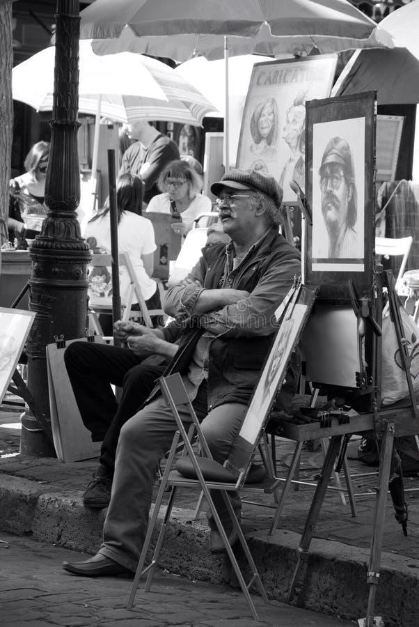 Pittore in Montmartre in attesa dei clienti Parigi, Francia fotografia stock