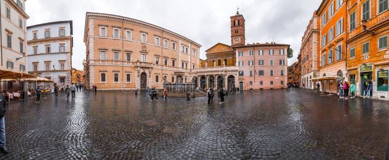 Pittoresk gatasikt i Trastevere, Rome royaltyfri bild