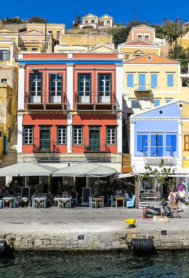 Pittoresk hamn av den Symi staden, grekisk ö royaltyfri bild