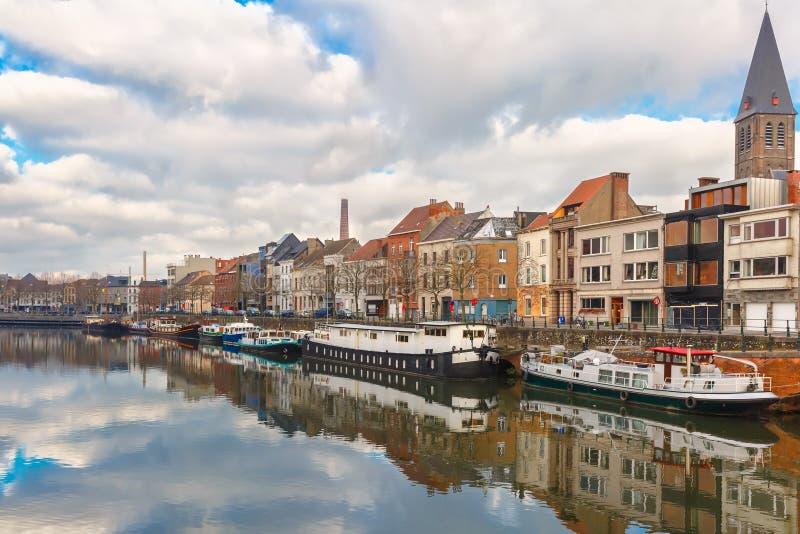 Pittoresk invallning av floden Leie i Ghent fotografering för bildbyråer