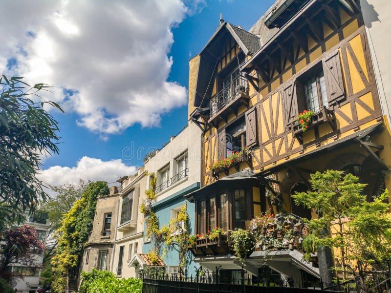 Pittoresk liten gata av villan Montsouris i Paris Frankrike arkivfoto