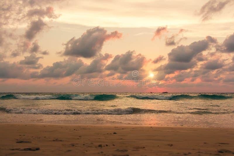 Pittoresk sikt av det Andaman havet i den Phuket ?n, Thailand seascape E royaltyfri bild