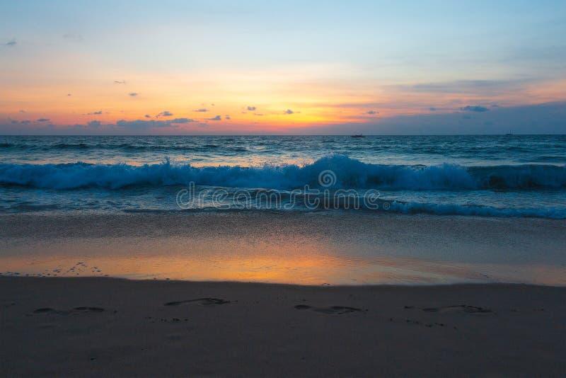 Pittoresk sikt av det Andaman havet i den Phuket ?n, Thailand seascape E royaltyfri fotografi