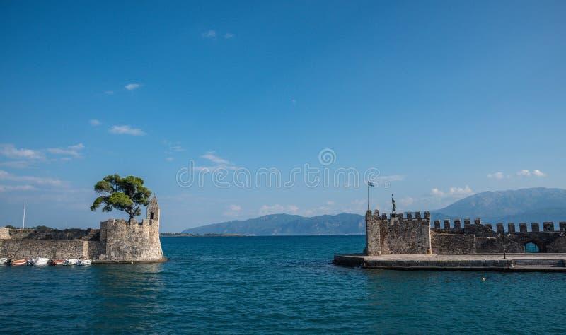 Pittoresk stad av Nafpaktos, fastland Grekland arkivfoton
