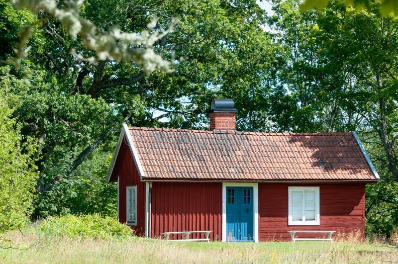 Pittoresk traditionell röd svensk arkivbilder