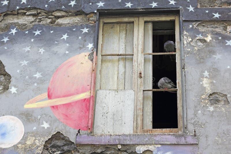 Pittoreska fragment av en målad façade i Funchal arkivbilder