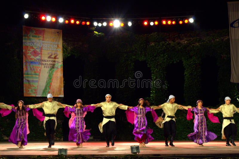 Pittoreska palestinska dansare på den folk festivalen royaltyfri fotografi