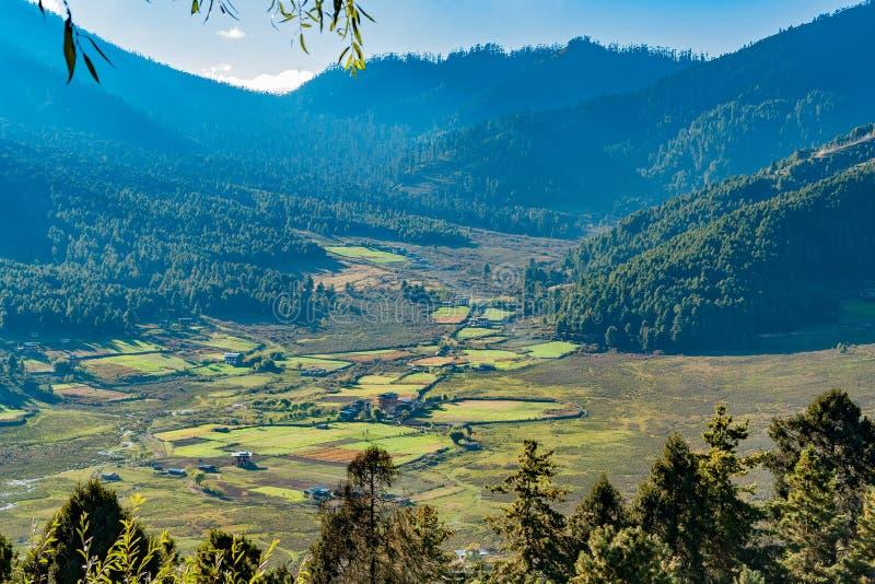 Pittoreskt jordbruks- landskap i lantliga Bhutan arkivbild