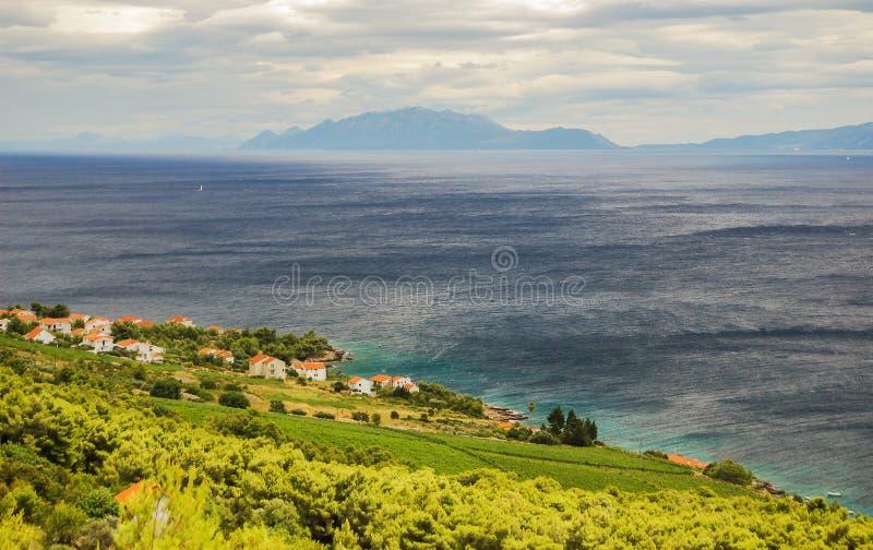 Pittoreskt landskap av byn Zavala på den hvar ön, Kroatien royaltyfri foto