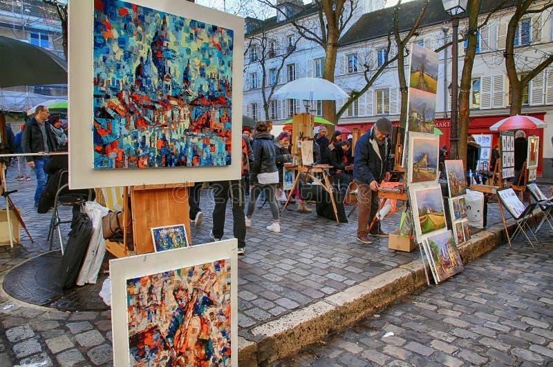 Pittori della Boemia che lavorano a Parigi nel distretto di Montmartre immagini stock