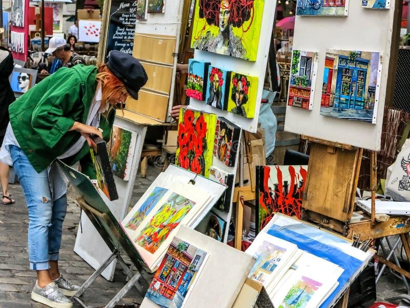 Pittori della via di Montmartre, Place du Tertre a Parigi fotografia stock libera da diritti