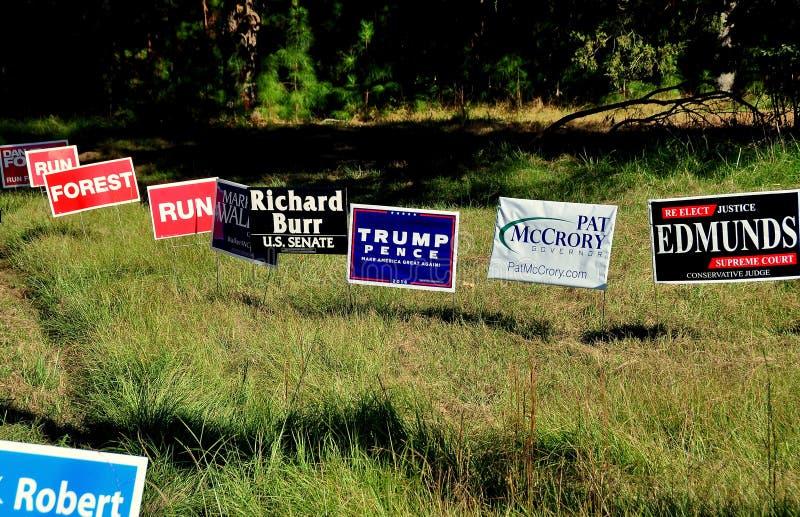 Pittsboro NC: Valkampanjtecken 2016 royaltyfri fotografi