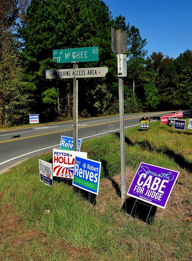 Pittsboro, OR : Signes 2016 de campagne électorale photos libres de droits