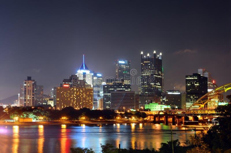 Pittsburgh bij Nacht stock foto