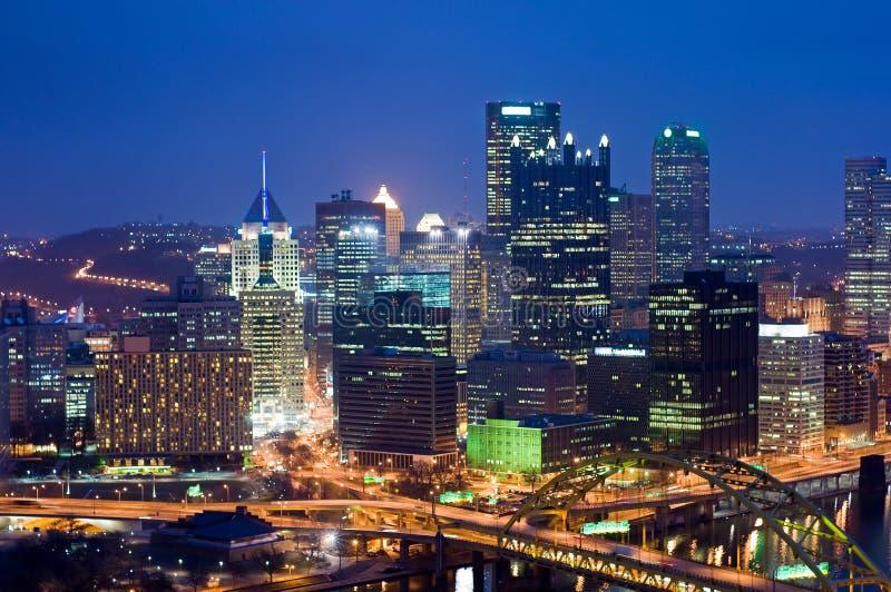 Pittsburgh bij nacht stock fotografie