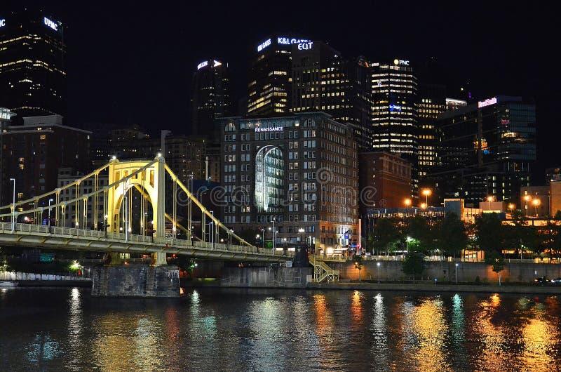 Pittsburgh bij Nacht stock afbeeldingen